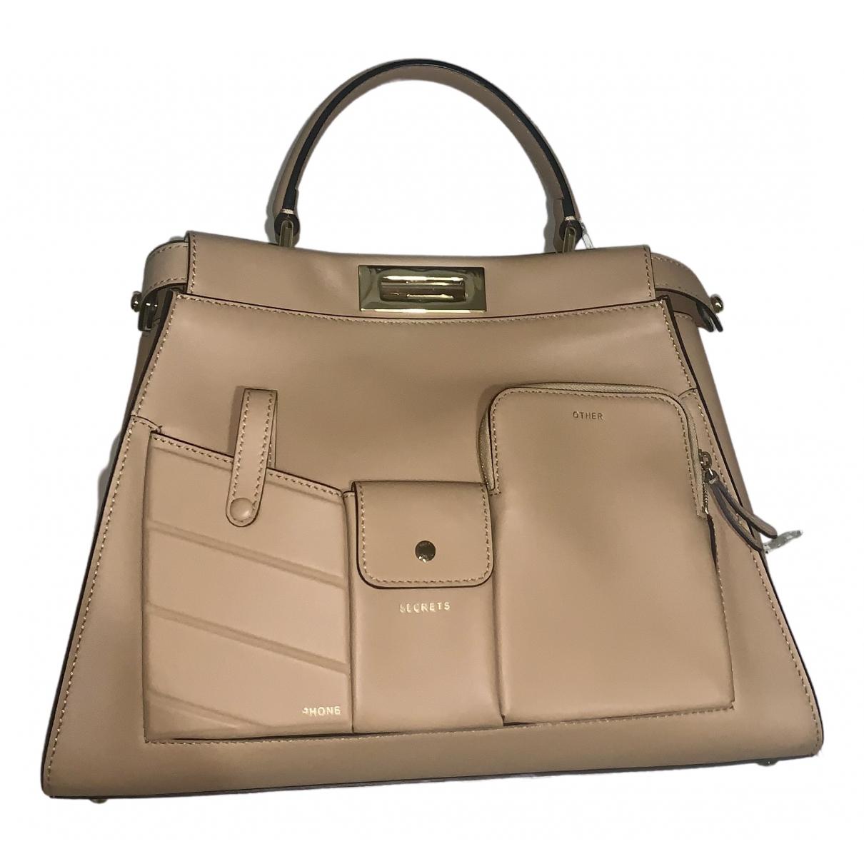 Fendi Peekaboo regular pocket Handtasche in  Kamel Leder
