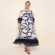 Kleid mit Spitzen und Geo Muster
