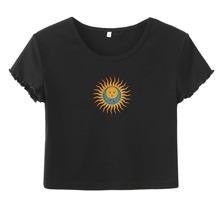 T-Shirt mit Sonne & Mund Muster und gekraeuseltem Saum