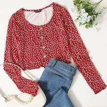 T-Shirt mit Gaensebluemchen Muster, Knopfen und gekraeuseltem Saum