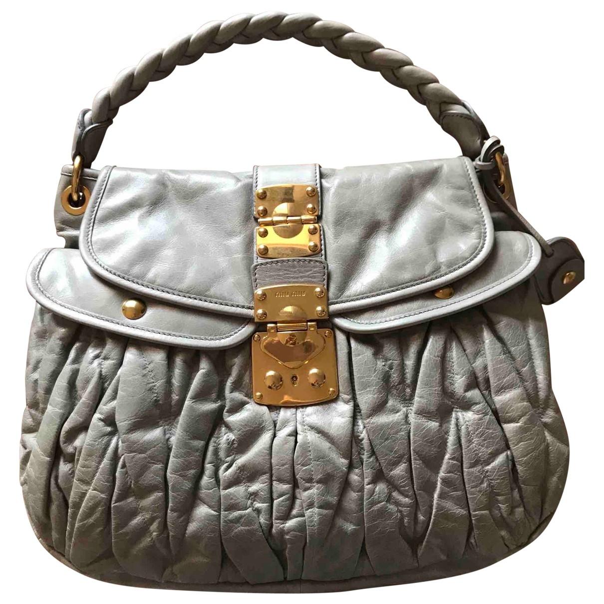 Miu Miu Coffer Handtasche in  Grau Leder