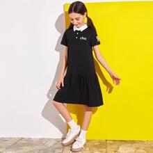 Polo Kleid mit Buchstaben Grafik und Flippy Saum