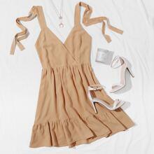 Kleid mit V Kragen, Band auf Schulter und offener Rueckseite