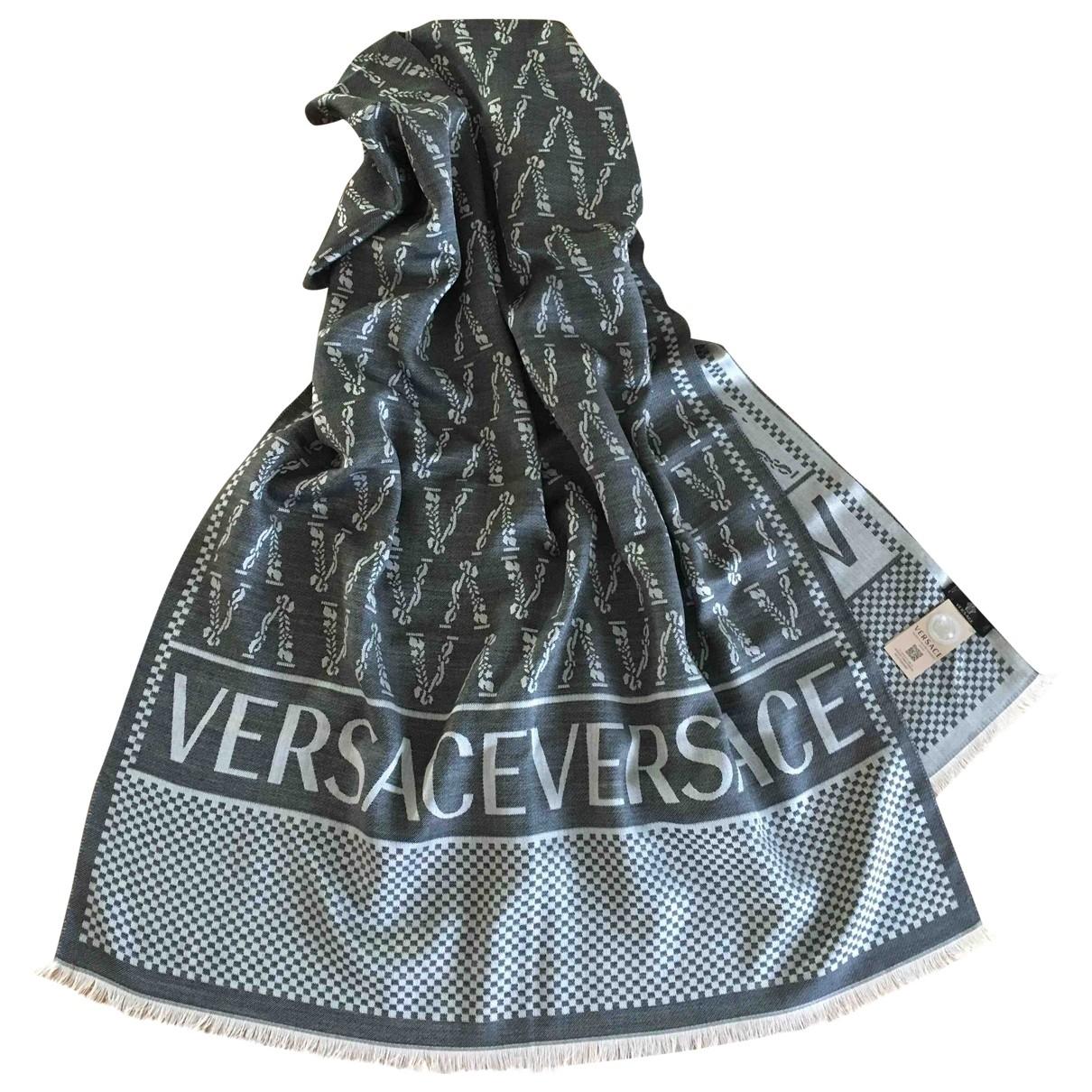 Versace \N Grey Silk scarf & pocket squares for Men \N