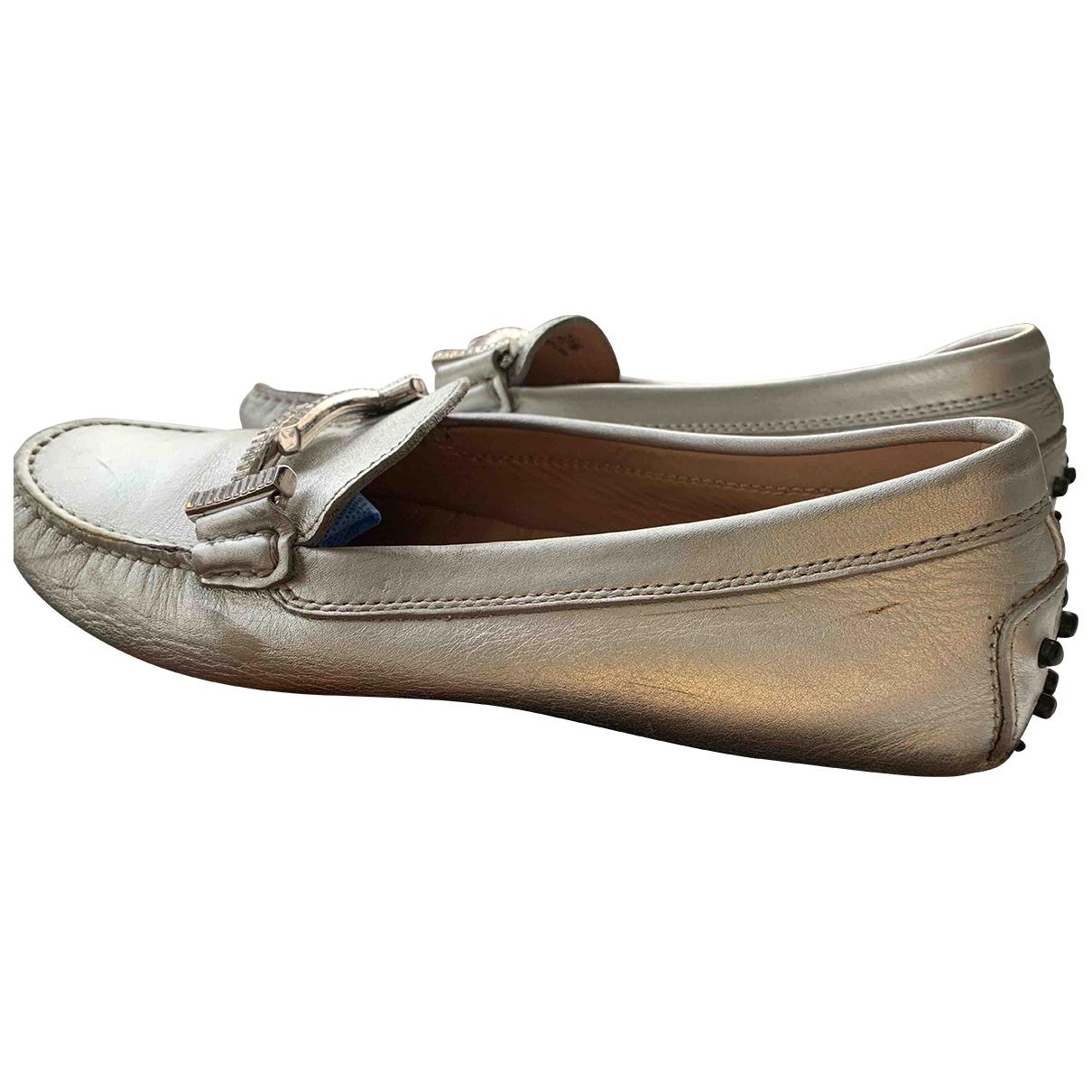 Tods \N Ballerinas in  Silber Leder