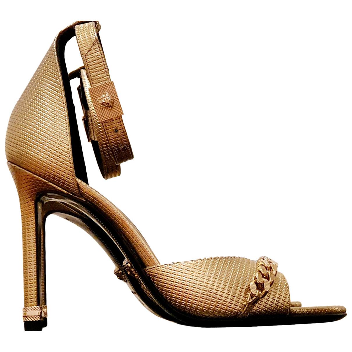 Versace \N Sandalen in  Gold Leder