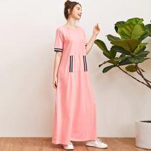 Kleid mit Streifen und Tasche