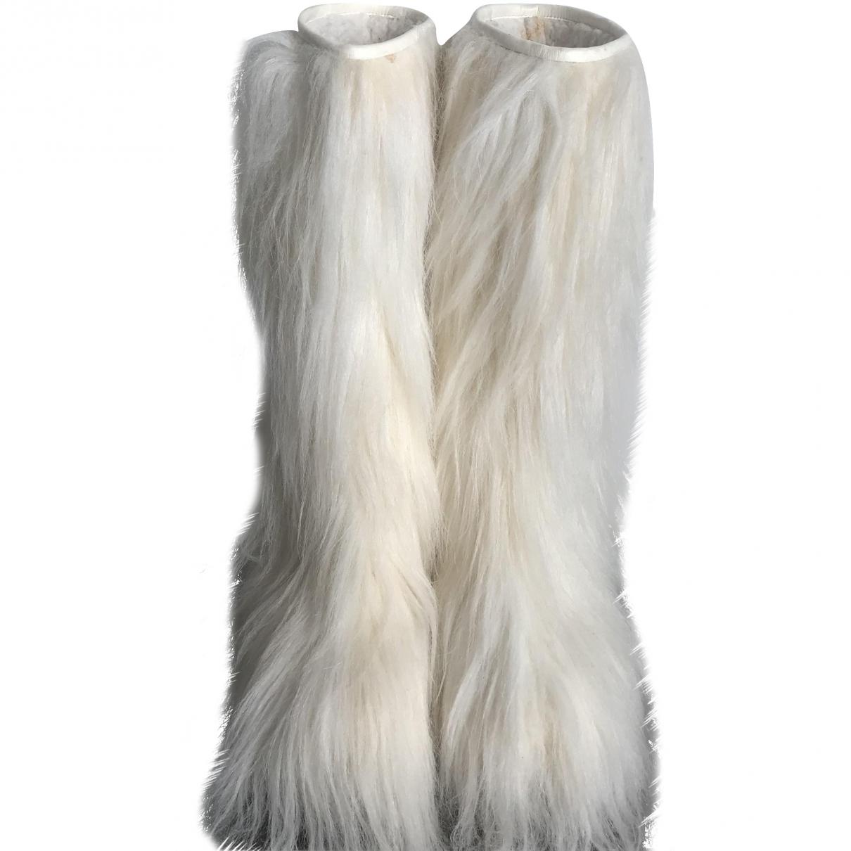 Chanel \N White Faux fur Boots for Women 38 EU