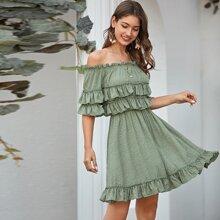 Schulterfreies Kleid mit mehrschichtiger Raffung