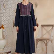 Kleid mit Stamm Muster und Knopfen vorn