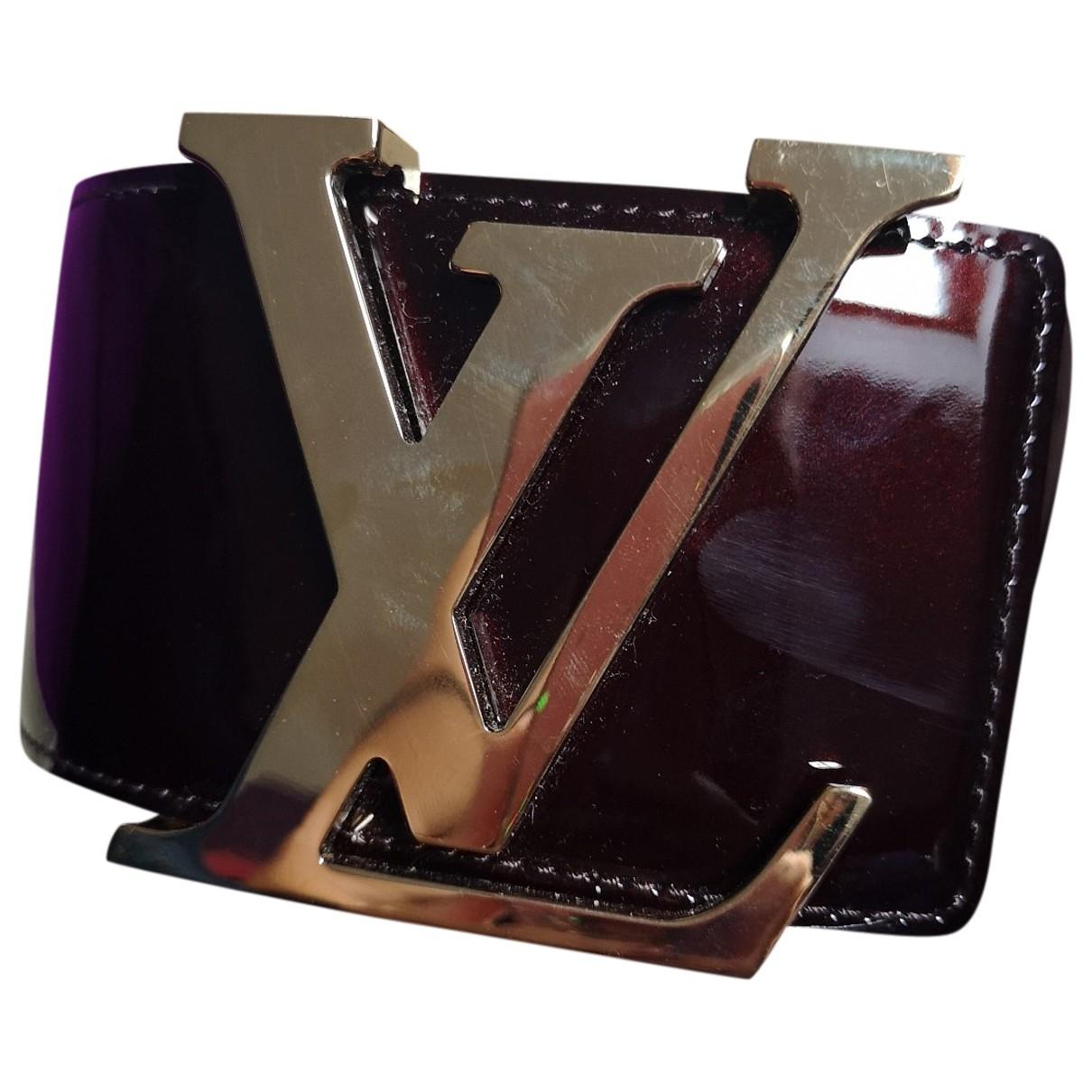 Louis Vuitton Initiales Guertel in  Bordeauxrot Lackleder