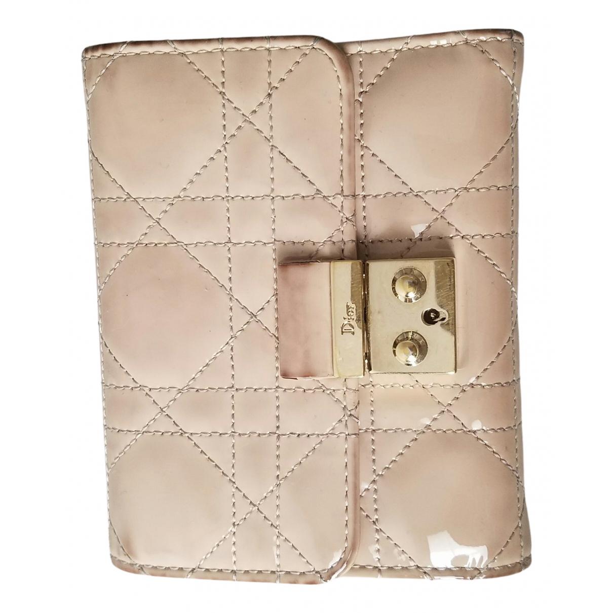 Dior \N Portemonnaie in  Beige Lackleder