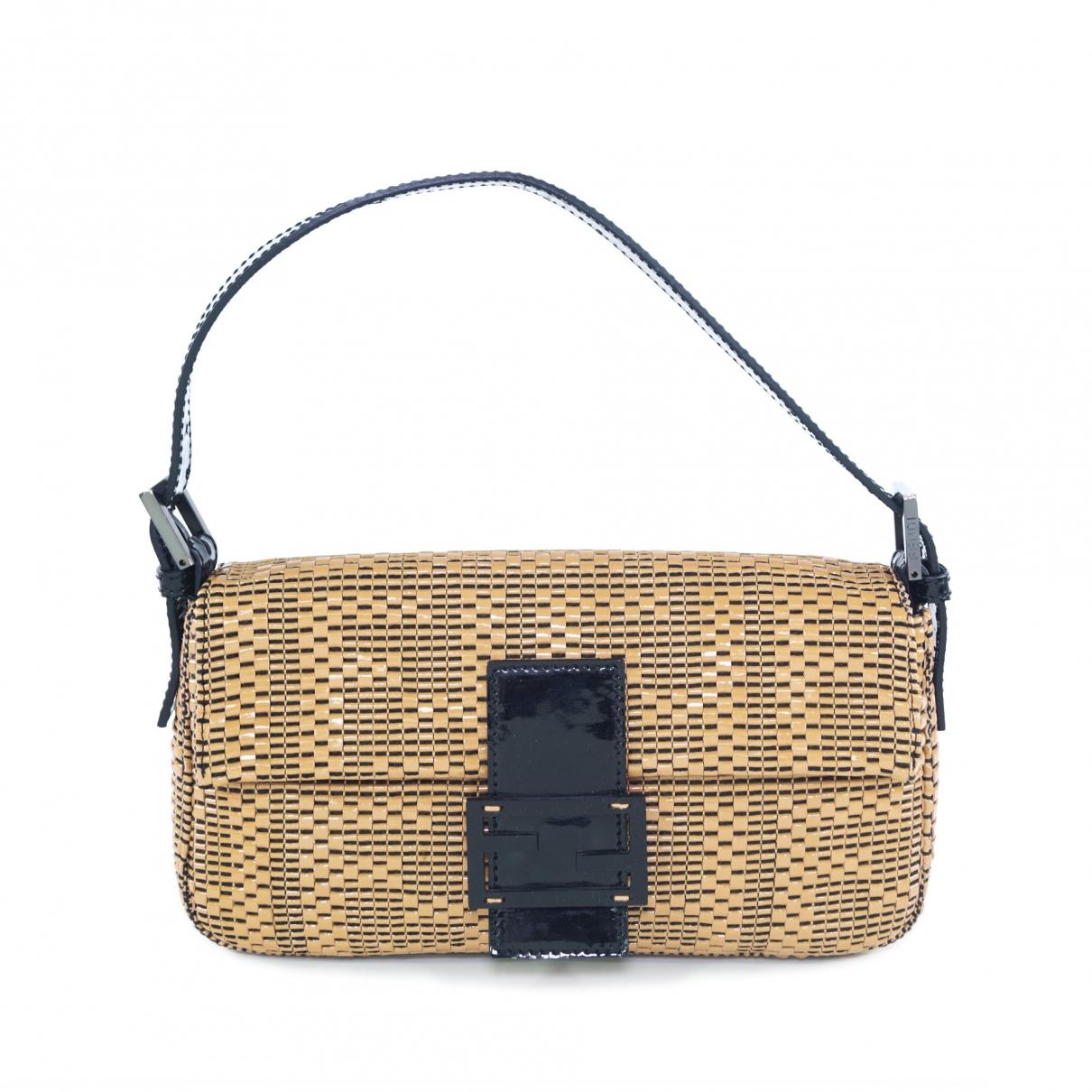 Fendi Baguette Beige Patent leather handbag for Women \N