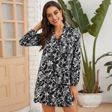 Vestido tunico con estampado de cuello V