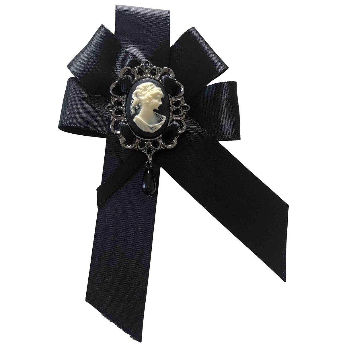 Broche en Plastico Negro Chanel