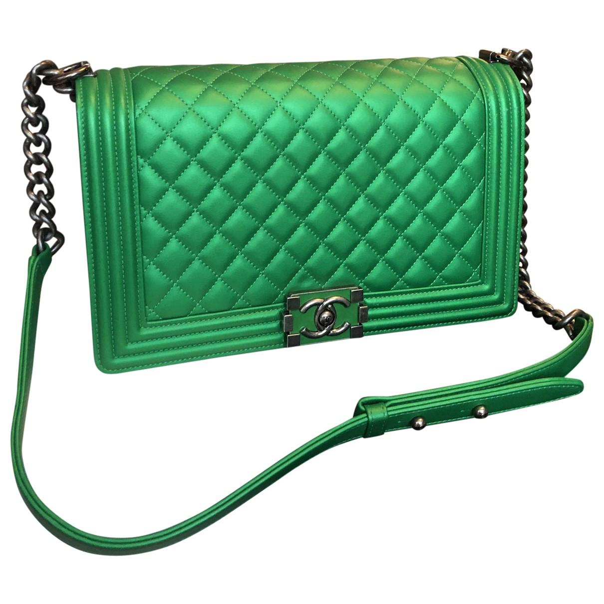 Chanel Boy Handtasche in  Gruen Leder