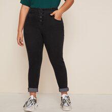 Grosse Grossen - Einfarbige schmale Jeans mit Knopfen