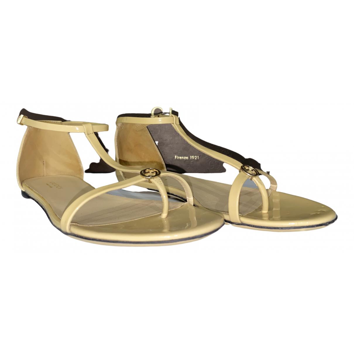 Gucci \N Sandalen in  Beige Lackleder