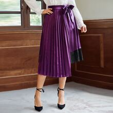 Contrast Lace Tie Front Pleated Skirt
