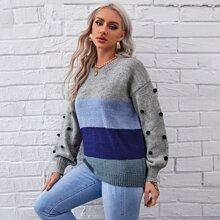 Pullover mit sehr tief angesetzter Schulterpartie, Pompon Detail und Farbblock