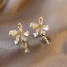Ohrringe mit Blumen und Ball Dekor