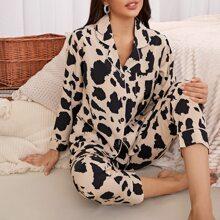 Schlafanzug Set mit komplettem Muster, Knopfen vorn und Taschen Flicken