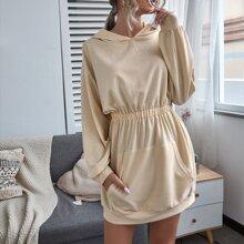 Kleid mit Kaenguru Tasche und elastischer Taille