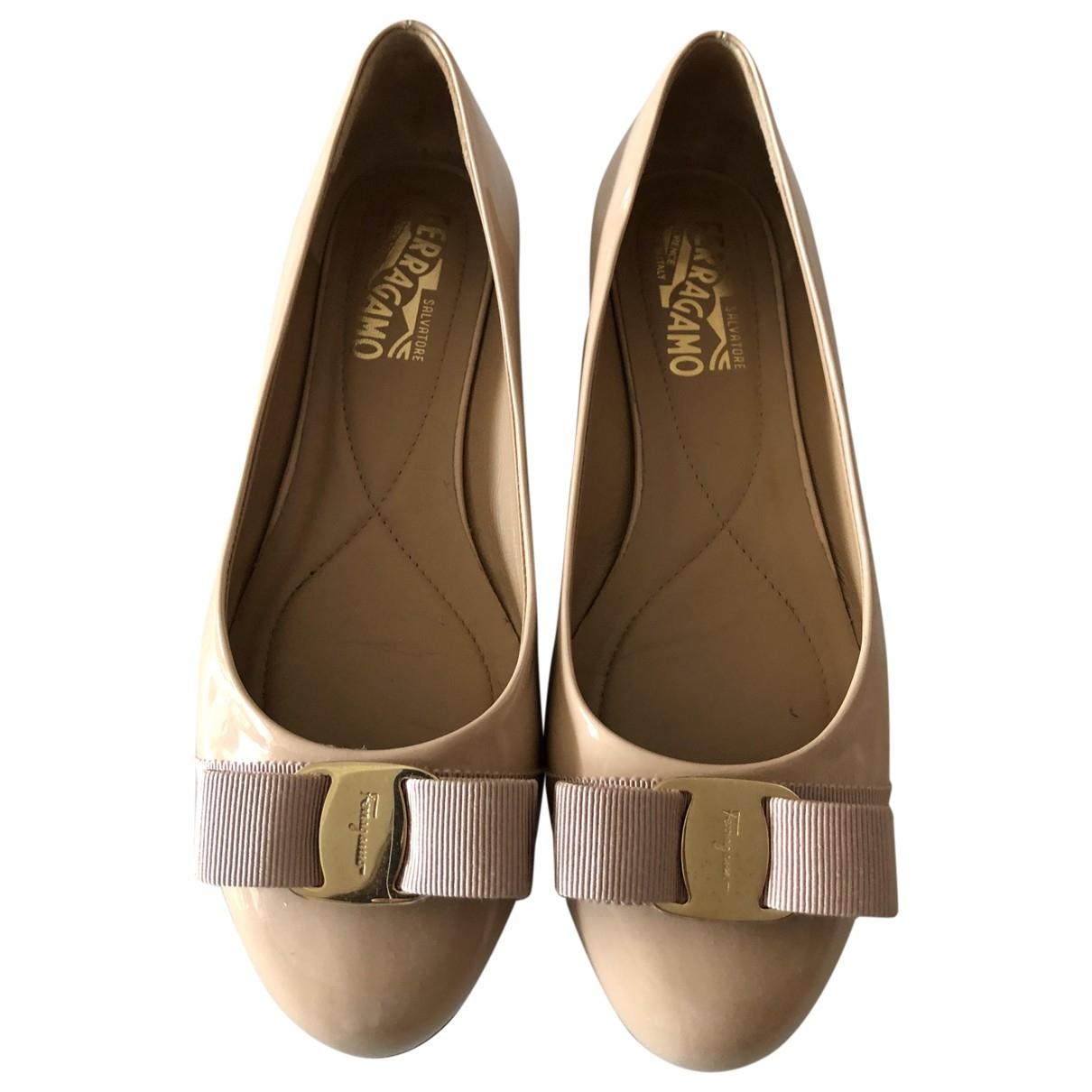 Salvatore Ferragamo \N Beige Patent leather Ballet flats for Women 7.5 US