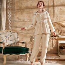 Conjunto de pijama con bordado con ojal