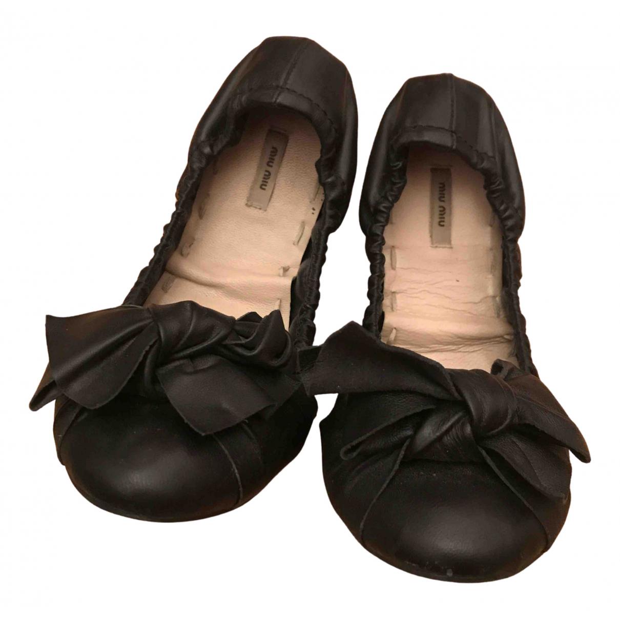 Miu Miu \N Ballerinas in  Schwarz Leder