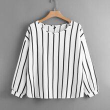 Bluse mit Streifen und sehr tief angesetzter Schulterpartie