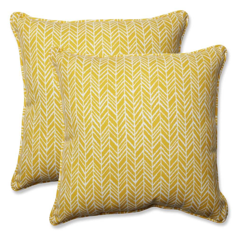 Pillow Perfect Outdoor/ Indoor Herringbone Egg Yolk 18.5-inch Throw Pillow (Set of 2) (Egg Yolk)