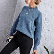 Einfarbiger Strick Pullover mit Stehkragen und sehr tief angesetzter Schulterpartie