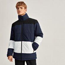 Mantel mit hohem Kragen und Farbblock