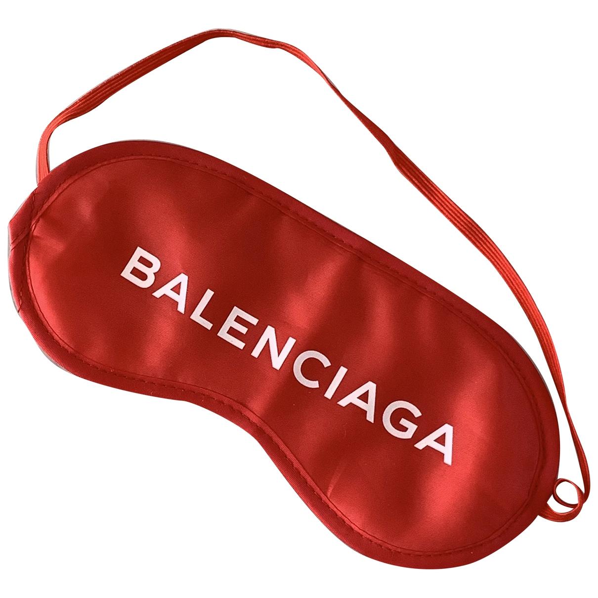 Mascara para dormir Balenciaga