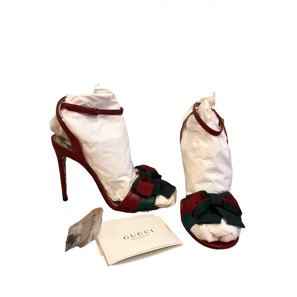 Gucci \N Sandalen in  Rot Leder