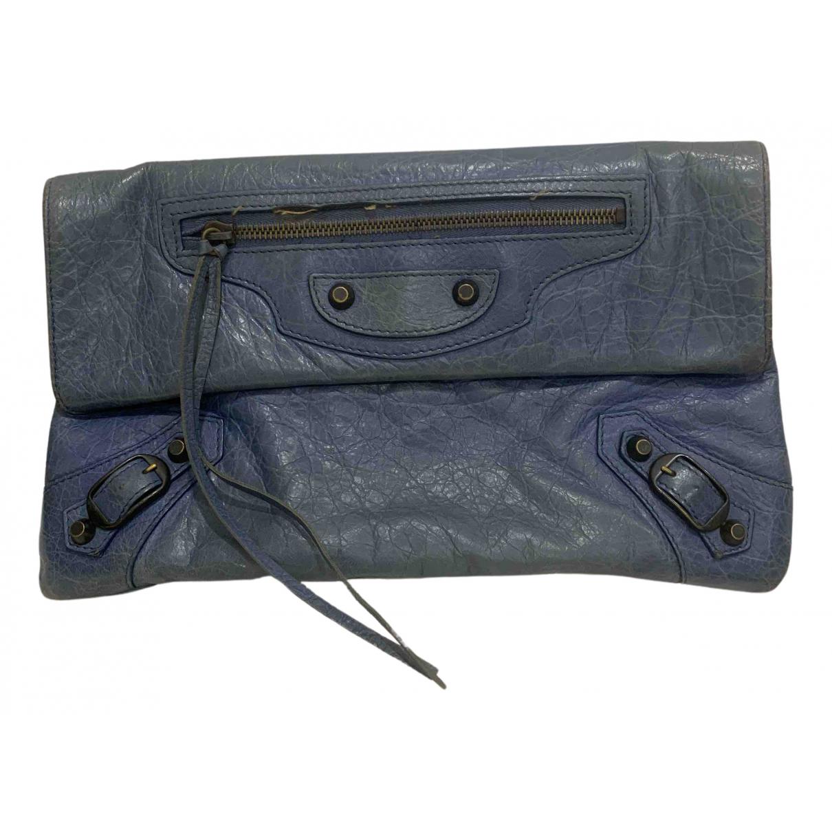 Balenciaga Envelop Clutch in  Blau Leder