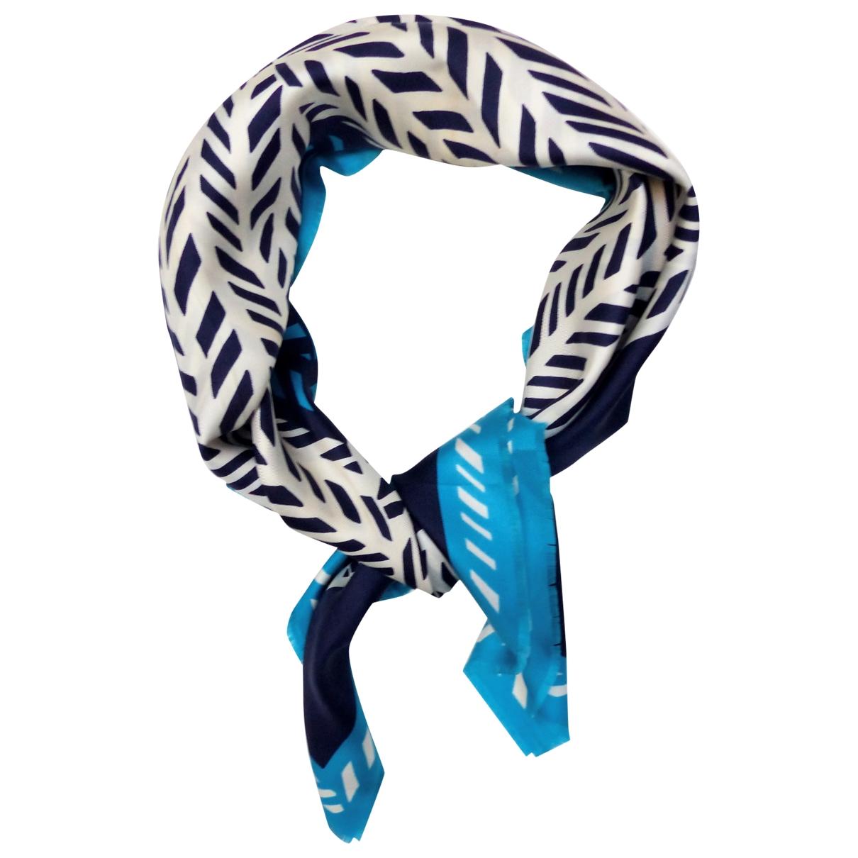 Givenchy \N Tuecher in  Blau Seide
