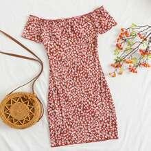 Vestido ribete en forma de lechuga de hombros descubiertos con estampado floral de margarita