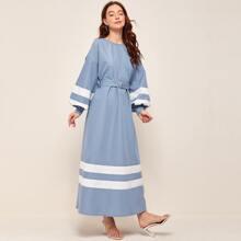 Kleid mit Kontrast Einsatz, Bishofaermeln und Guertel