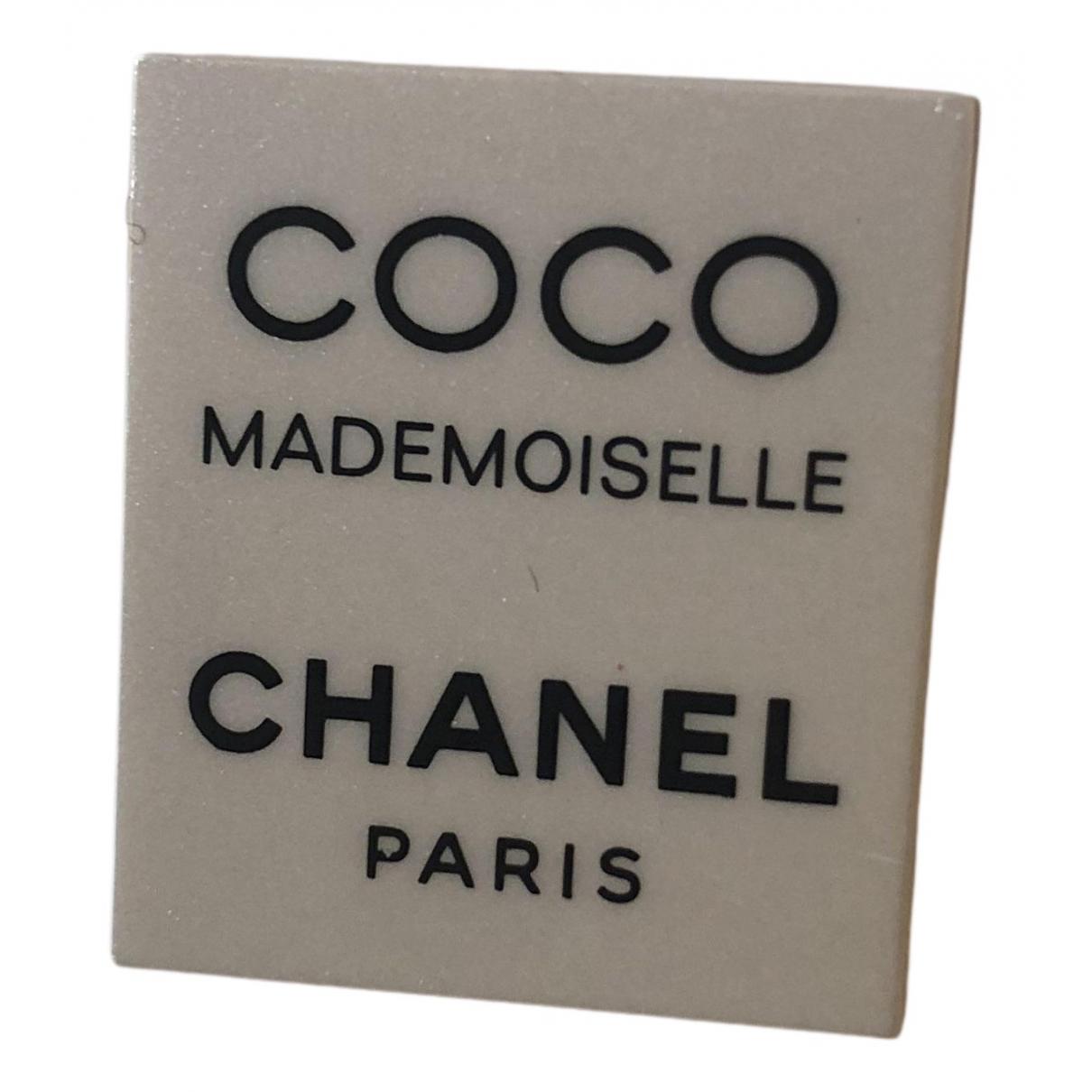 Chanel \N Brosche in  Weiss Kunststoff