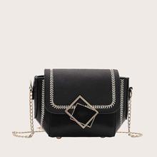 Bolsa bandolera con solapa con diseño geometrico