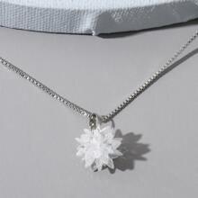 Collar con diseño de copo de nieve