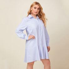 Hemdkleid mit vertikalem Streifen und Rueschenbesatz