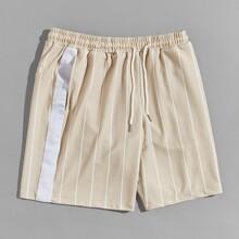 Maenner Shorts mit seitlicher Naht, Kordelzug um die Taille und Streifen