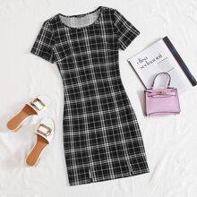 Kleid mit M-Schlitz am Saum und Karo Muster