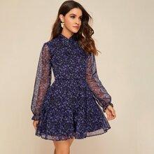 Kleid mit Bluemchen Muster, Netzeinsatz und Schosschenaermeln