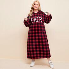Kleid mit Buchstaben Stickereien, Karo Muster und Kapuze