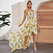 Kleid mit Raffung und abfallendem Saum