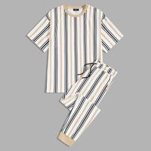 Conjunto de hombres top de rayas con pantalones deportivos de cintura con cordon